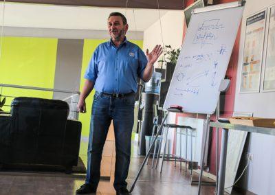 A Medic-Car Autószervíz tapasztalt munkatársai adják át a felgyülemlett tudást azoknak, akik nyitottak az új tudás felé